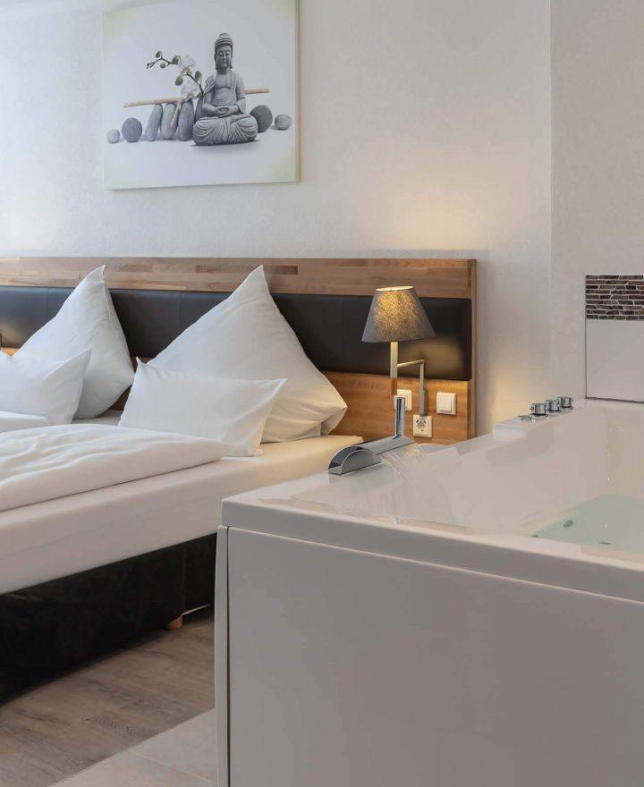 Doppelzimmer mit Pool